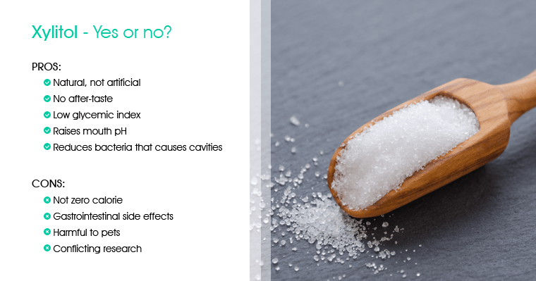 Scoop of xylitol with a table of pros and cons